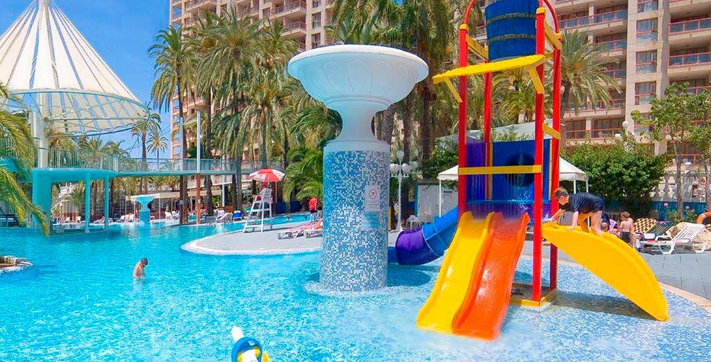 Apartamentos magic aqua monika holidays voyage priv for Hoteles con habitaciones familiares en benidorm