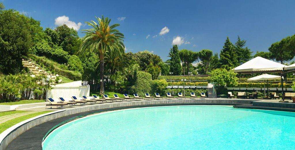 H tel myst re 4 rome voyage priv jusqu 39 70 - Hotel 5 etoiles rome avec piscine ...