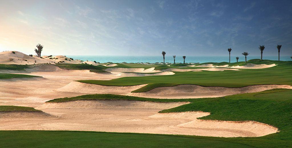 Cédez à l'appel d'une partie de golf au Yas Links...