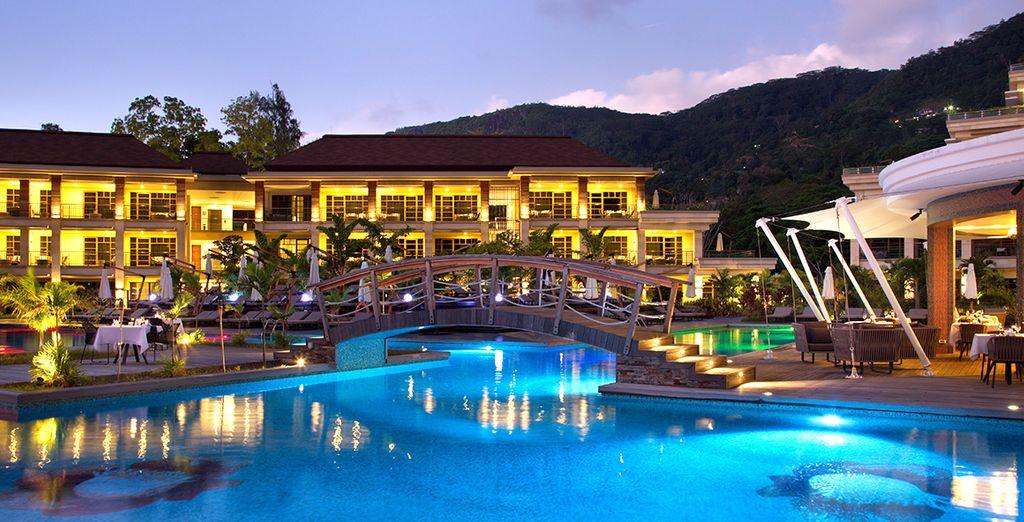 Et mettrez le temps sur pause au bord de la plus grande piscine des Seychelles