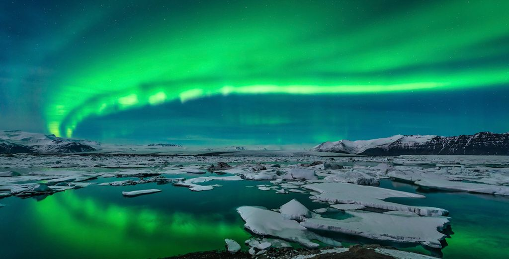 Experience nature's amazing lightshow - the Northern Lights - Reykjavik Lights Hotel & Hotel Geirland 3/4* Reykjavik
