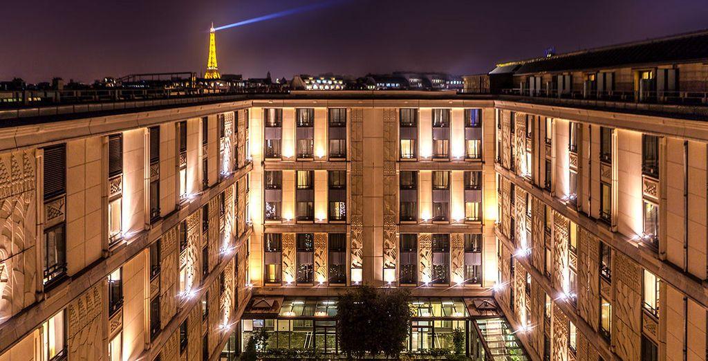 An impressive, grand exterior - Hotel du Collectionneur 5* Paris