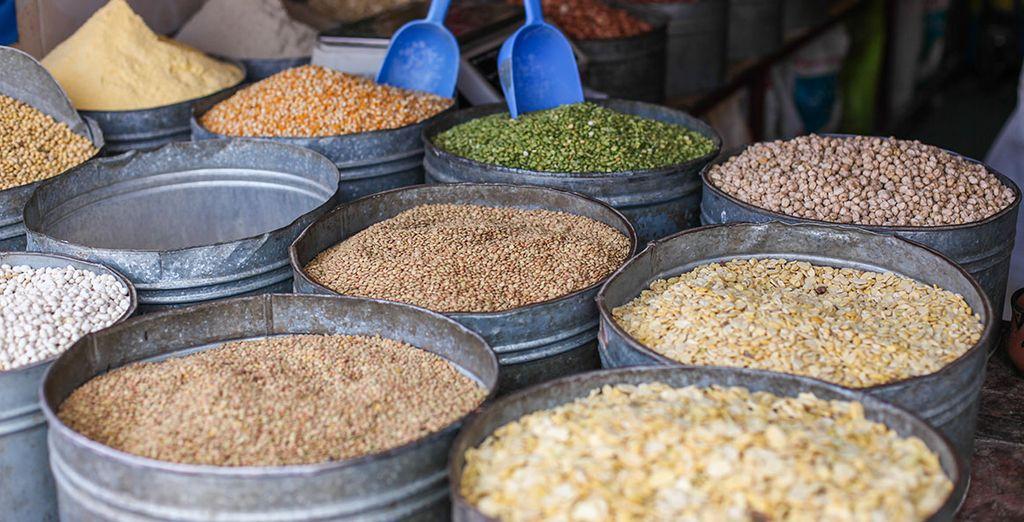 Entdecken Sie marokkanische kulinarische Spezialitäten in den Souks von Marokko.