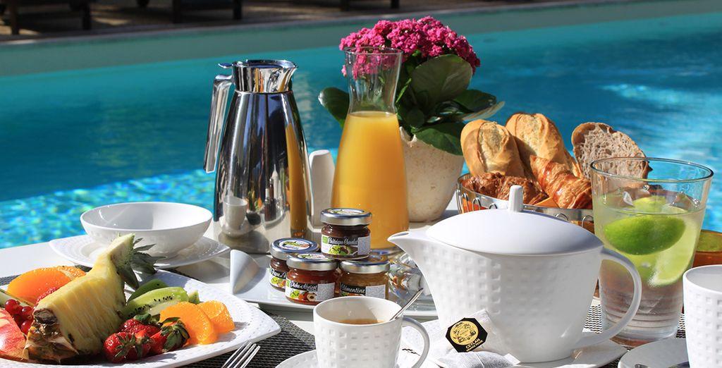 Am Morgen erwartet Sie ein köstliches Frühstück auf der Terrasse
