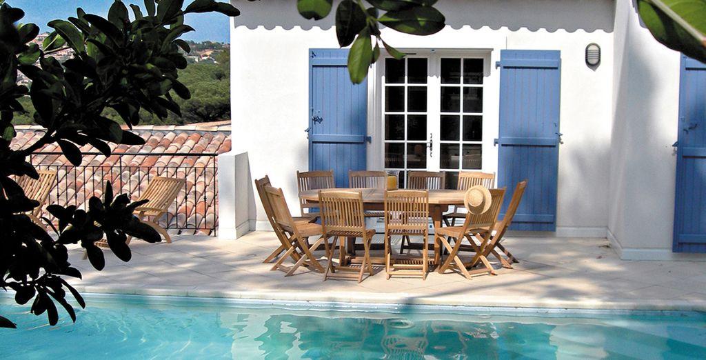 Eine Villa mit privatem Pool.