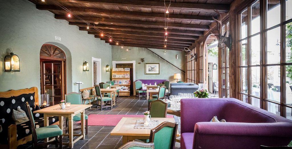 Fühlen Sie sich wie zu Hause - im heimelichen Wintergarten des Hotels