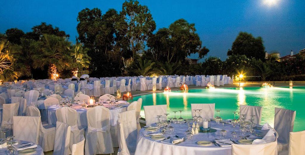 ... oder beim Abendessen am Pool