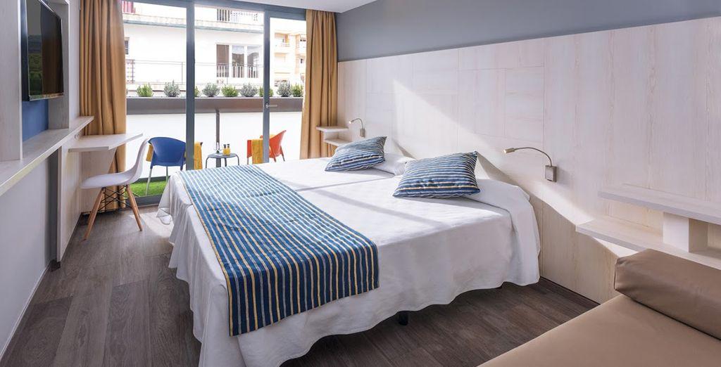 Sie übernachten in einem gemütlichen Zimmer mit Komfort und Moderne