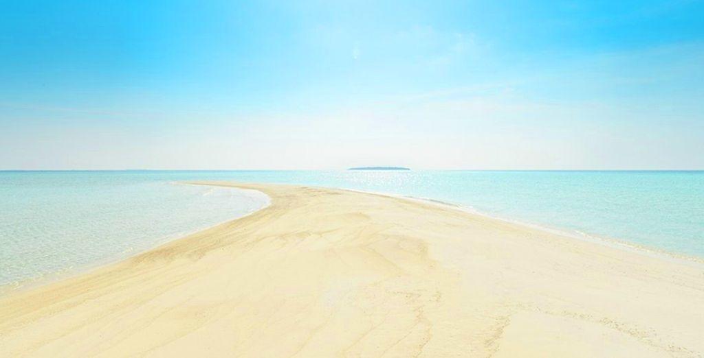 Wo weißer Sand und das türkisfarbene Meer auf Sie warten
