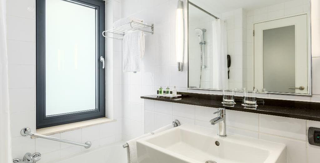 Das Badezimmer ist bestens ausgestattet
