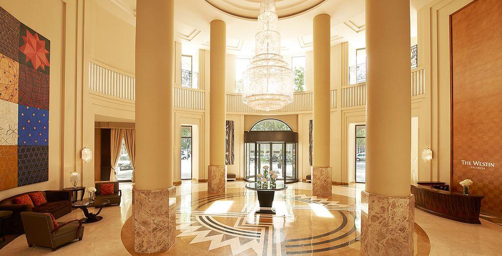 Ein modernes und elegantes Hotel erwartet Sie bereits...