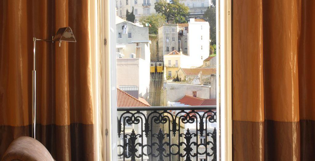 Mit einem wunderschönen Blick auf die Stadt von Ihrem Balkon aus