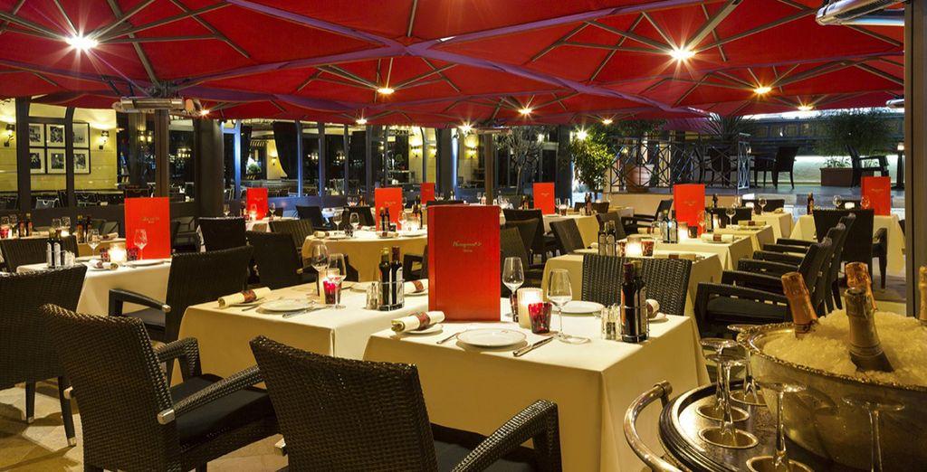 Und nutzen Sie die Option ein Gourmet Essen im Fouquets Cannes zu erleben
