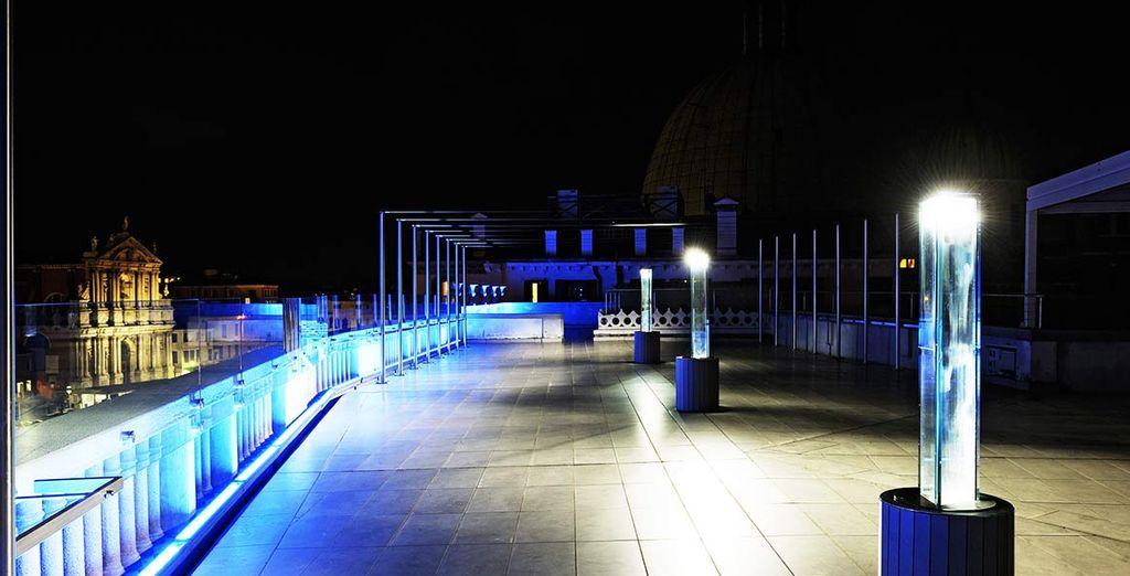 Und genießen Sie den atemberaubenden Blick von der Sky Lounge...