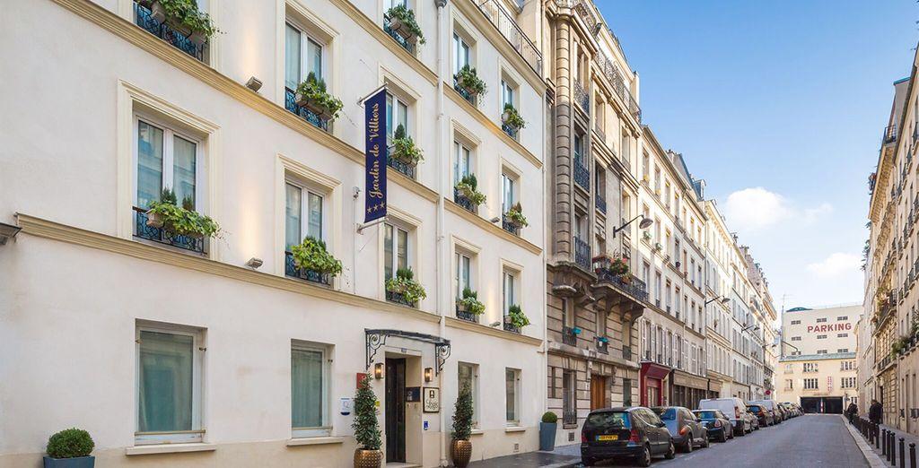 In einer ruhigen, typischen Pariser Straße