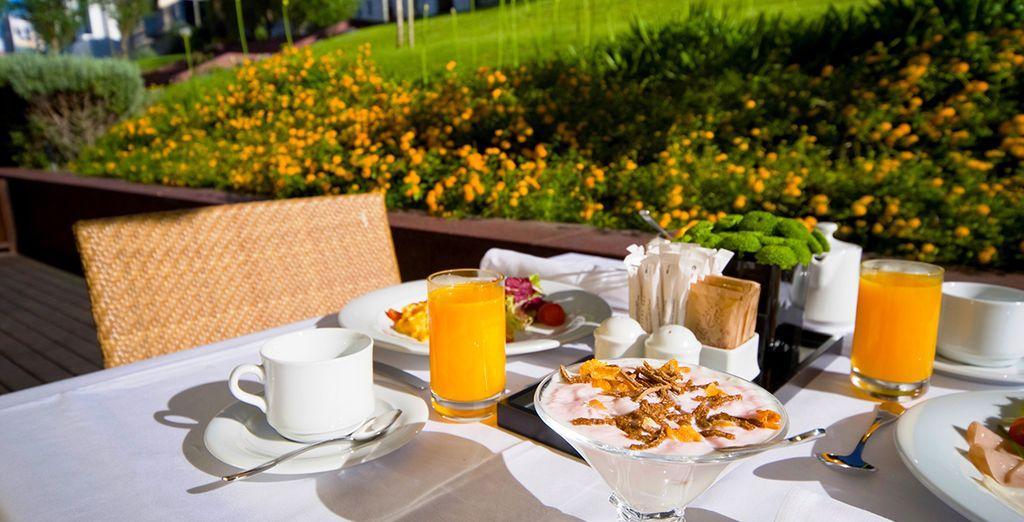 Genießen Sie ein Frühstück im Freien