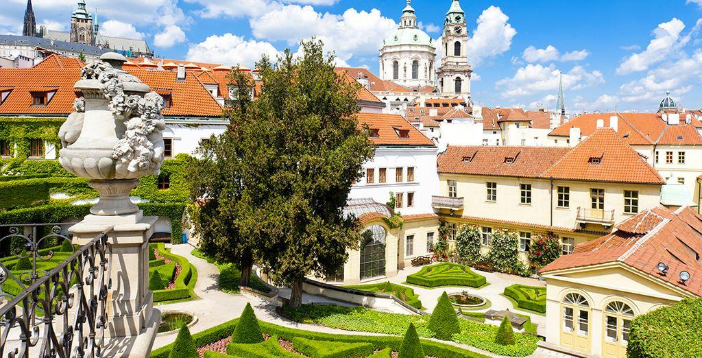 Sehenswerte Gebäude umgeben von herrlichen Gärten