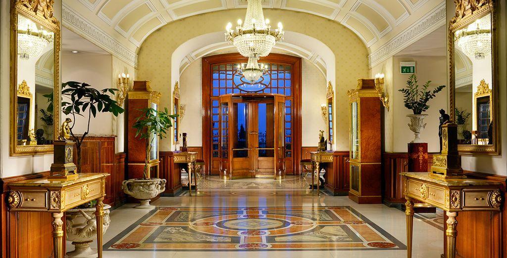 Ein elegantes 5-Sterne-Hotel auf den Höhen von Neapel ...