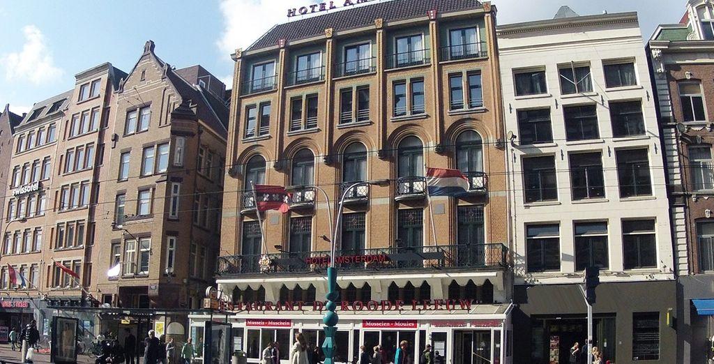 Das Hotel Amsterdam De Roode Leeuw 4* erwartet Sie nur wenige Meter vom Dam Platz entfernt!