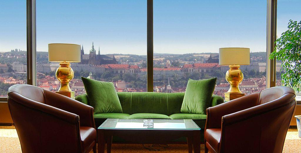 Im renommierten Corinthia Hotel genießen Sie eine besondere Aussicht