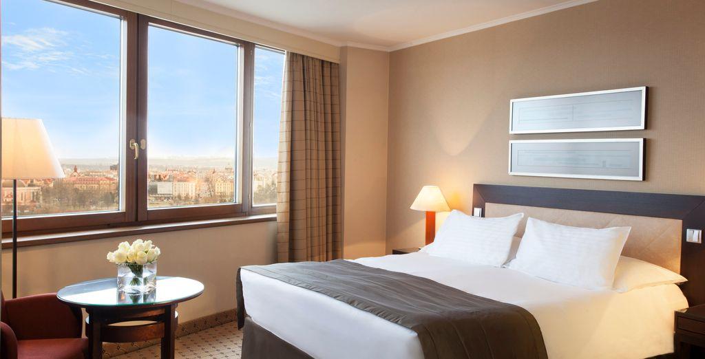 Genießen Sie den Komfort Ihres Deluxe Queen Zimmers mit Stadtblick