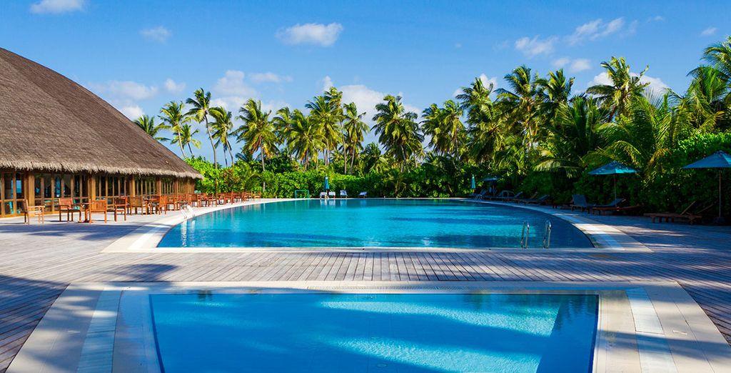 Entspannen Sie am Pool des Resorts