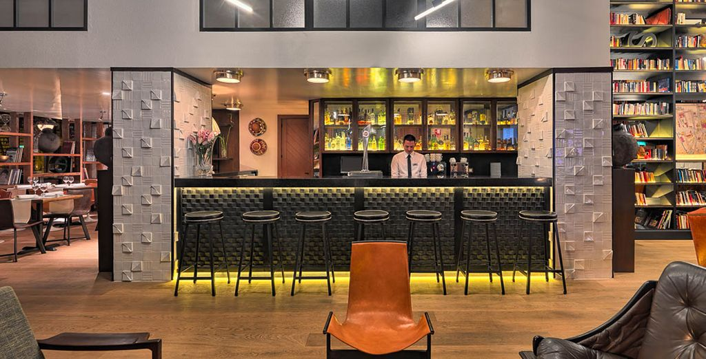 Zurück im Hotel nehmen Sie sich Zeit für einen Drink an der Lobbybar