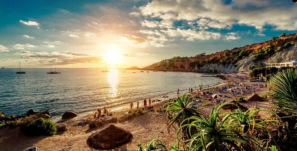 Spaziergang durch die schönen Straßen von Ibiza