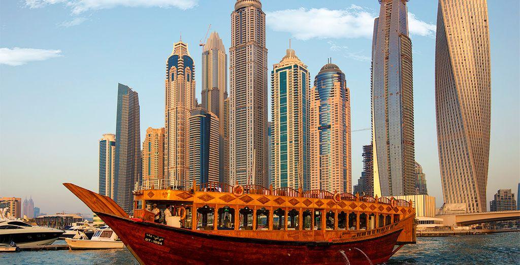 Exkursion auf einem der traditionellen Boote von Dhau nach Dubai