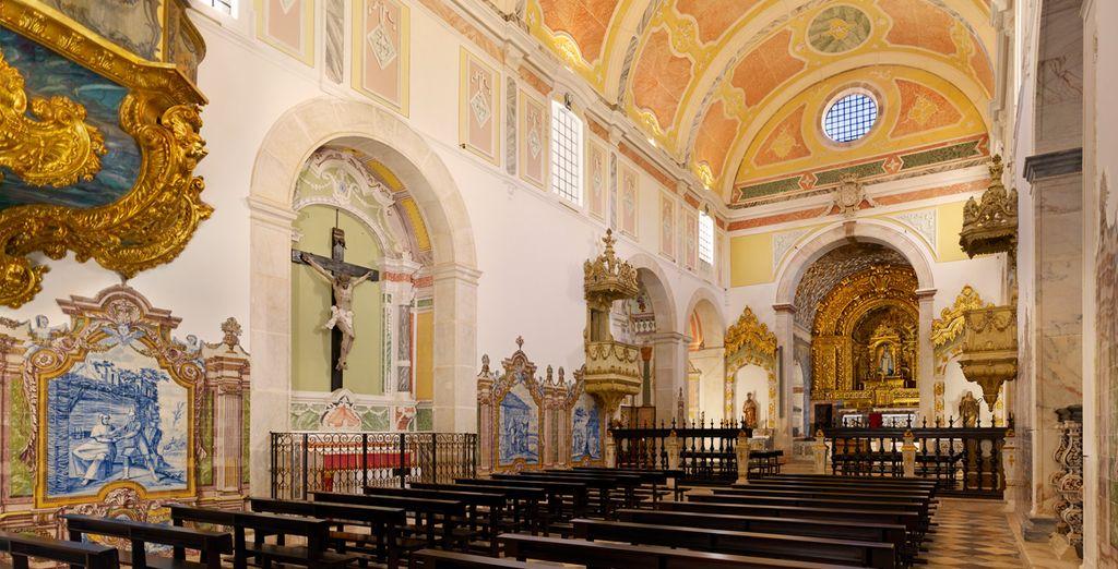 Besichtigen Sie die Kirche Nuestra Señora do Espinheiro...