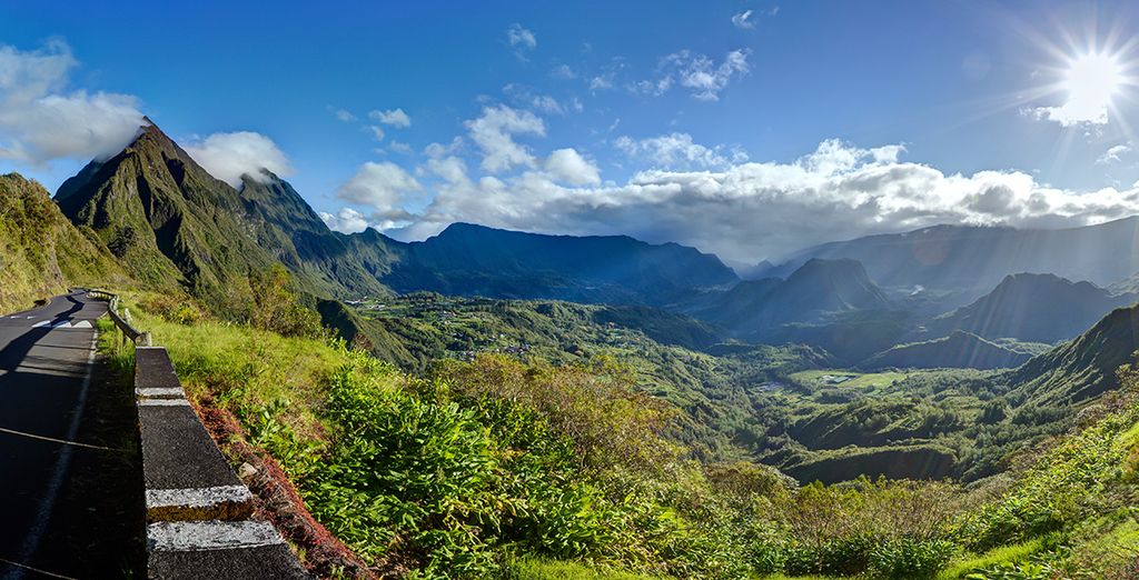 Entdecken Sie die außergewöhnlichen Landschaften der Insel Reunion auf einem Wanderweg