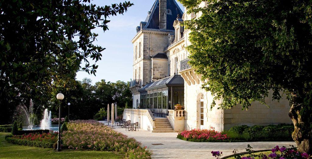 Château de Mirambeau le da la bienvenida