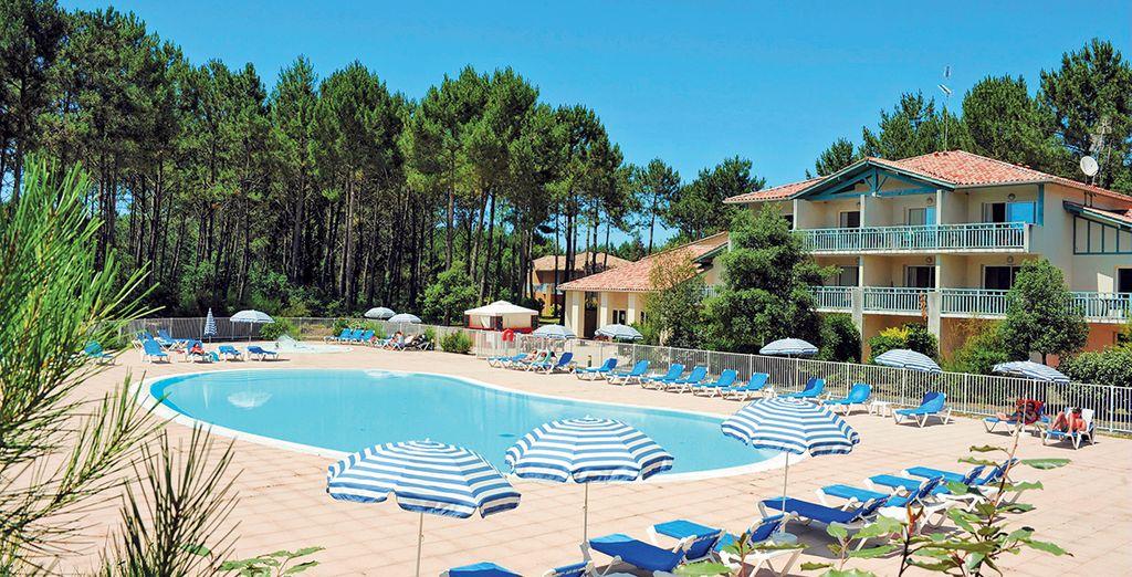 Donde podrá disfrutar de una piscina exterior de temporada