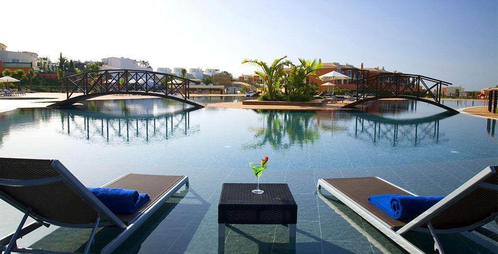 Amarás las grandes piscinas del hotel