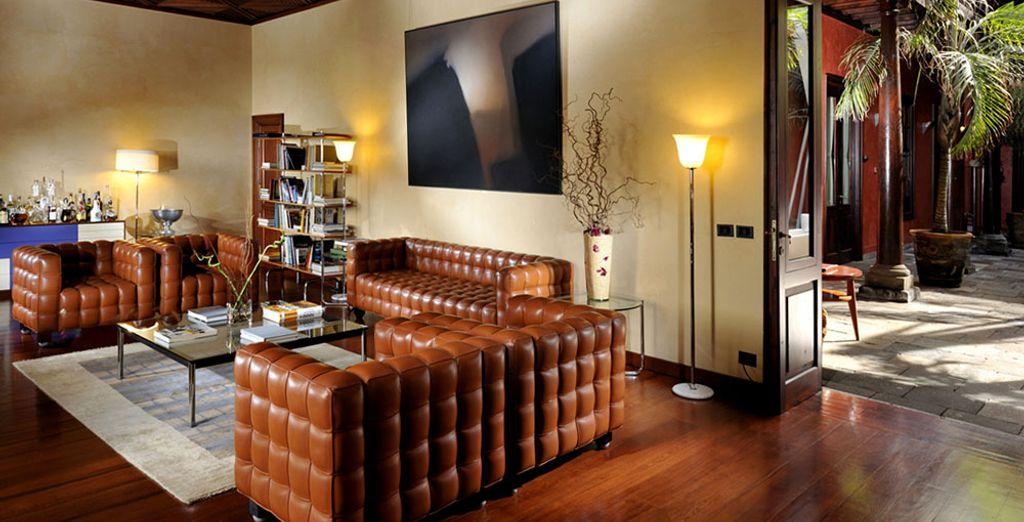 Tómate un descanso en los acogedores espacios del hotel
