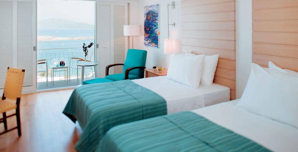 Que ofrece un balcón con vistas a la bahía