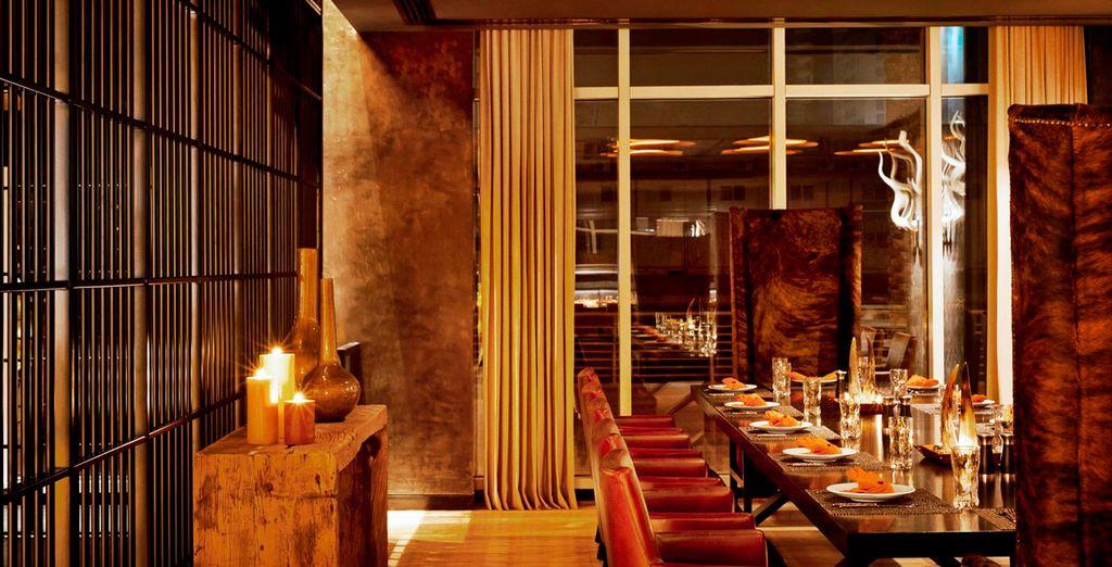 El Bar 44, situado en la última planta, tiene vistas al puerto deportivo de Dubái