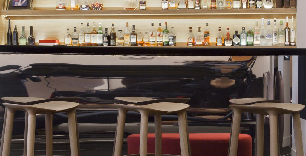 Disfrute de una copa en un ambiente relajado