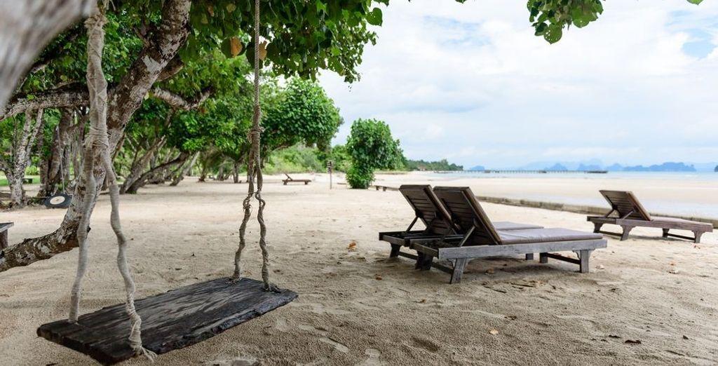 El viaje sigue hacia las tranquilas costas de la isla de Yao Yai