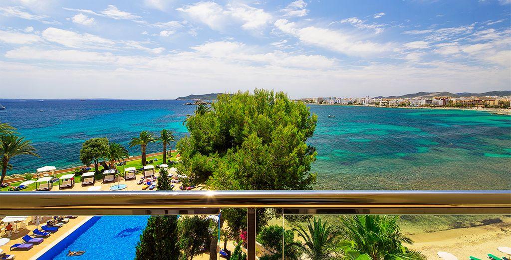 ...situado frente al mar en la ciudad de Ibiza