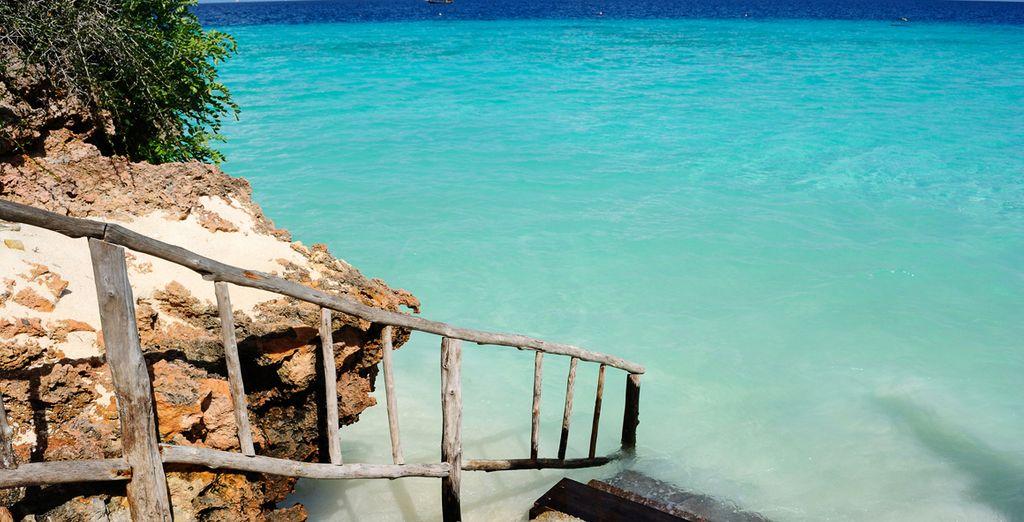 Deléitese con las playas de aguas cristalinas