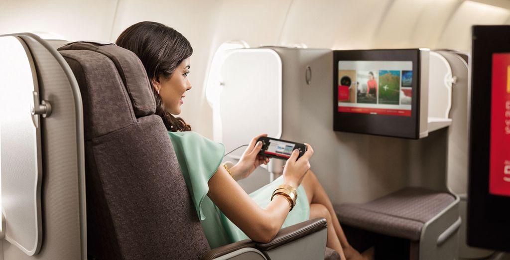 En el sistema de entretenimiento se incluyen 60 películas cada mes, series de televisión, documentales, selección musical y videojuegos