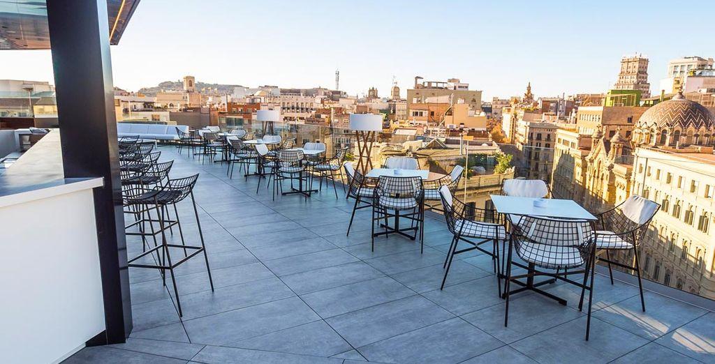 Sube a La Terrazza y acompaña la propuesta gastronómica con los mejores cócteles y vistas de Barcelona