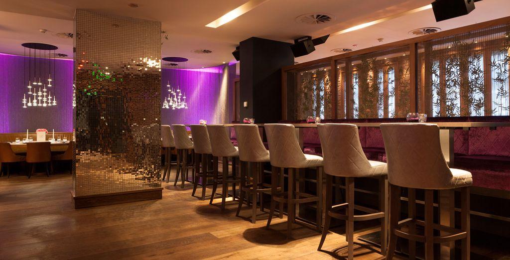 Disfrute de noches agradables tomando algo en El Hotel Tigerlily