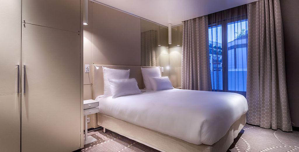 ... una habitación con un diseño y comodidad únicos