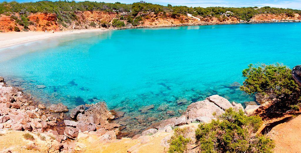 Disfrute de la preciosas playas de Ibiza