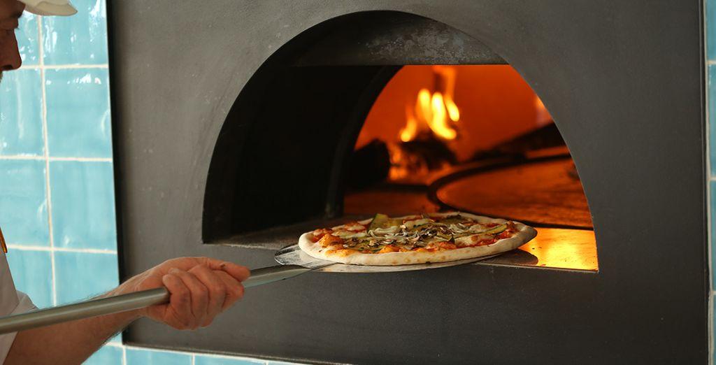 Deguste sus pizzas en el horno de leña