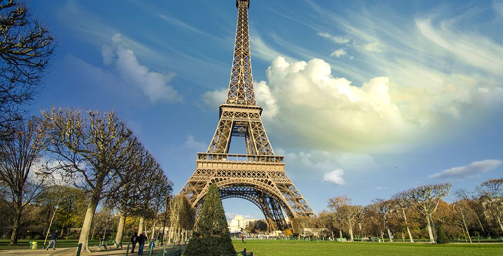 La famosa Torre Eiffel y los Champs Elysees