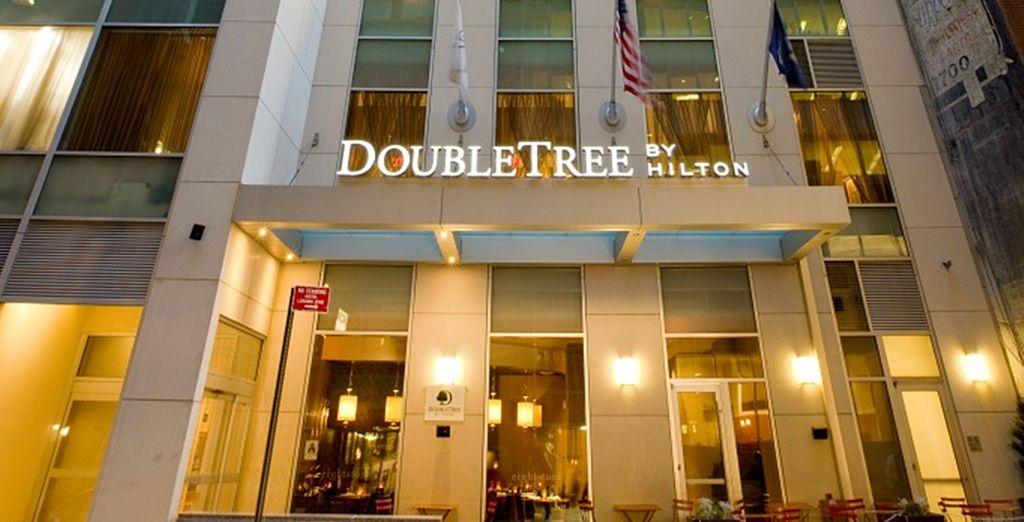 Bienvenido al Hotel DoubleTree by Hilton NYC, a partir de este momento comienzan sus vacaciones en Nueva York