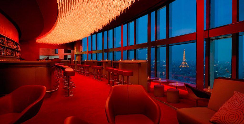Relájese en el elegante bar La Vue